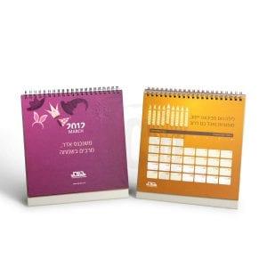 לוח שנה שולחני עם סליל